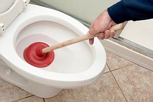 deboucher des toilettes